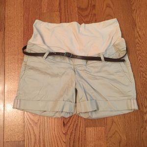 H&M Maternity Shorts (NWOT)